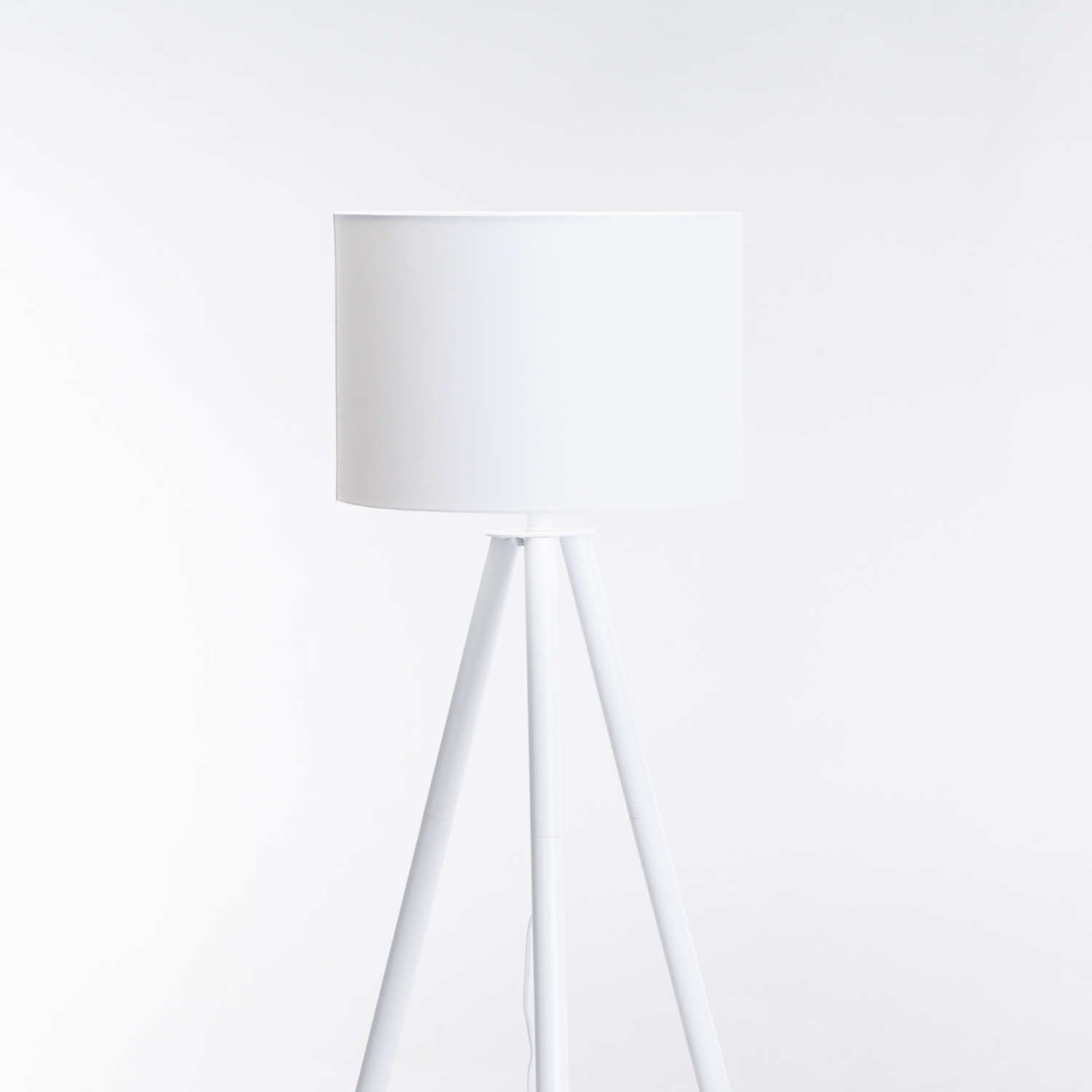 FLOOR WOODEN TRIPOD WHITE SHADE