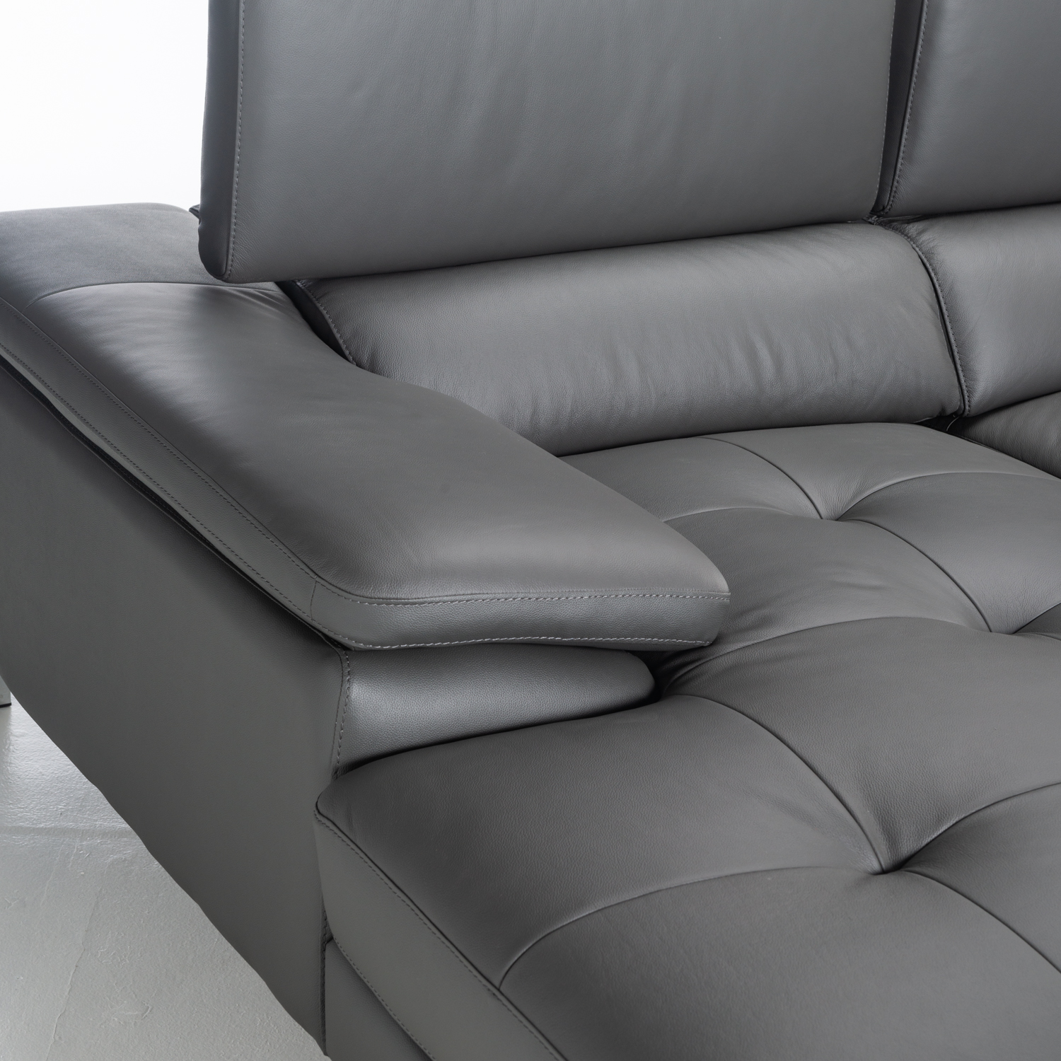 REMO TOP LEATHER UPPER CORNER CHAISE